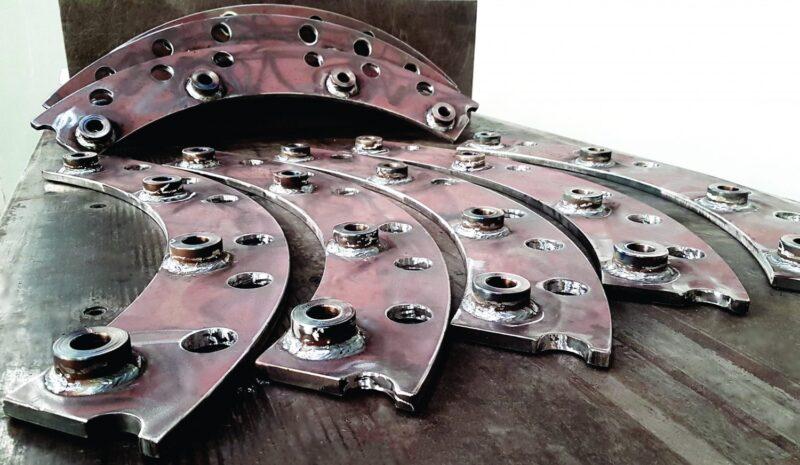 Segmento do tambor da recicladora produzido em aço Hardox.
