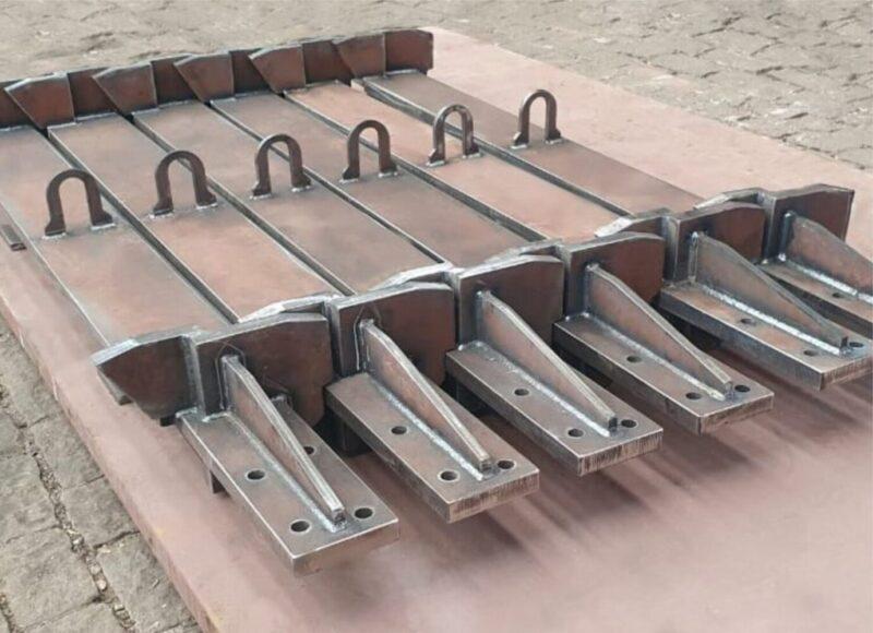 Taliscas de Arraste para alimentadores de minério produzidas em aço Hardox.